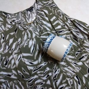 NWT New Directions sleeveless top XL and Henn cup